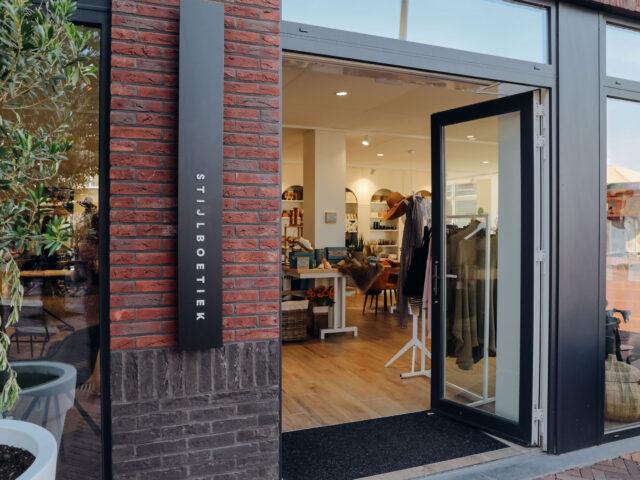 Ingang van LYO stijlboetiek in Oostburg