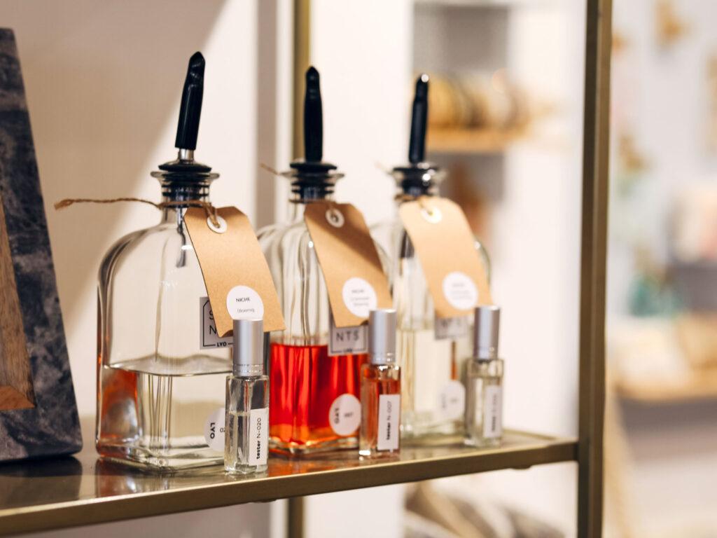 Grote flessen LYO Scents parfum voor refills